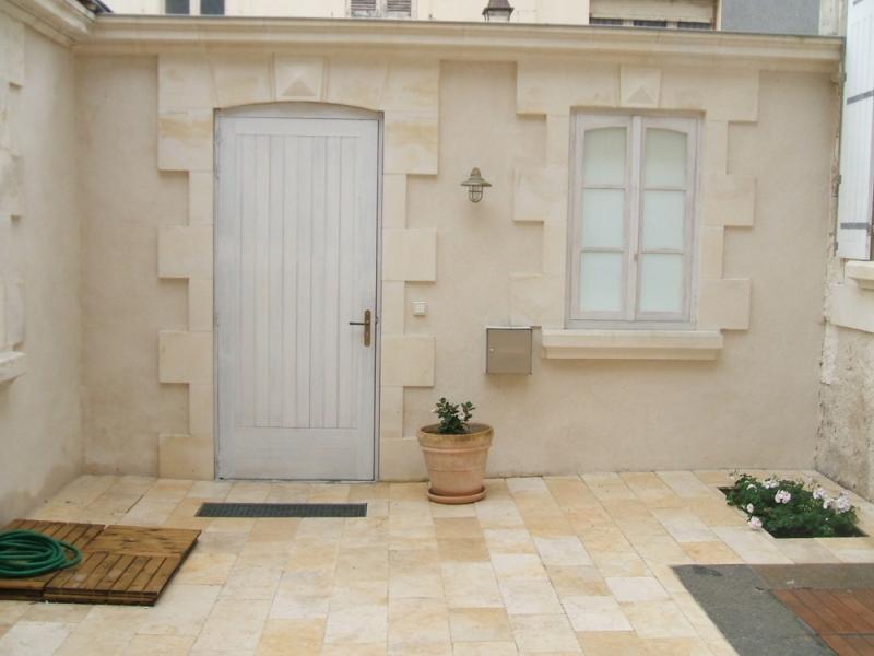 Amenagement interieur exterieur accueil design et mobilier - Encadrement de porte en pierre de parement ...